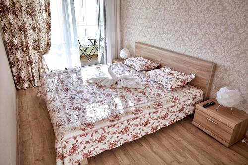 A bed or beds in a room at City center apartment