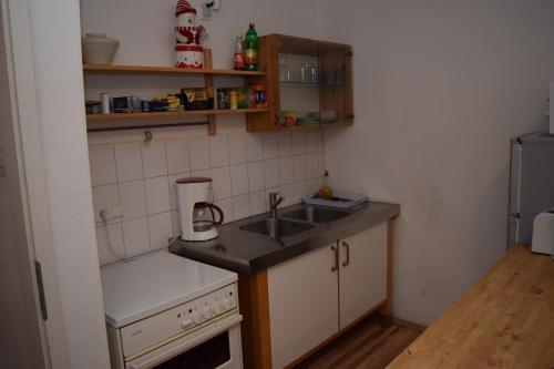 A kitchen or kitchenette at City Apartment Ferienwohnung Bremen