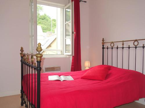 A bed or beds in a room at Apartment Le Vieux Port