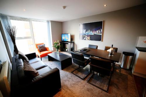 Uma área de estar em Dream Apartments Belfast