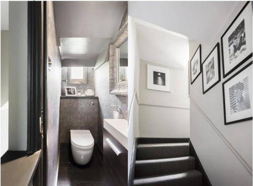 Een badkamer bij Interior Designed Chelsea 3 bed Apartment London