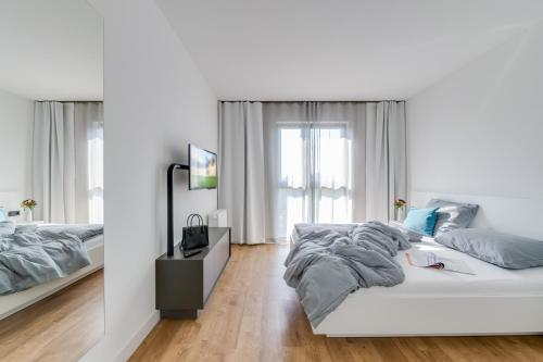A bed or beds in a room at SMARTments business Berlin Karlshorst