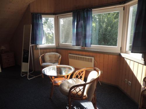 Ein Sitzbereich in der Unterkunft Feriendorf Klosterheide