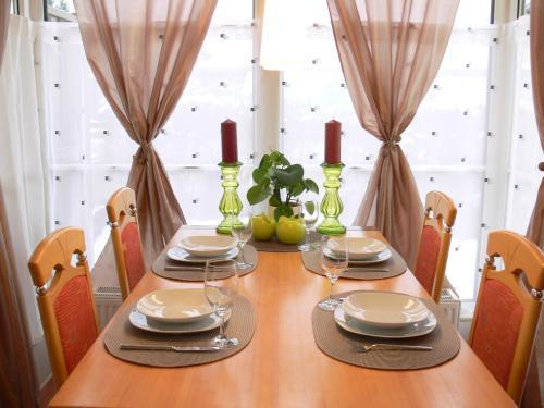 Ein Restaurant oder anderes Speiselokal in der Unterkunft Residenz