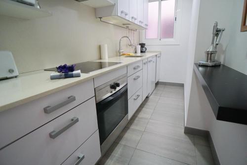 A kitchen or kitchenette at Barcelona4Seasons II