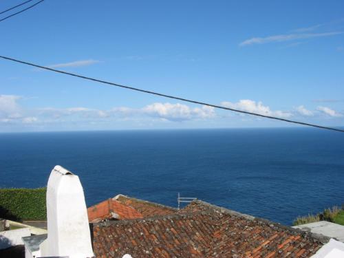 Ein allgemeiner Meerblick oder ein Meerblick von des Ferienhauses aus
