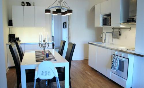 A kitchen or kitchenette at White Apartment by MalmoHomes