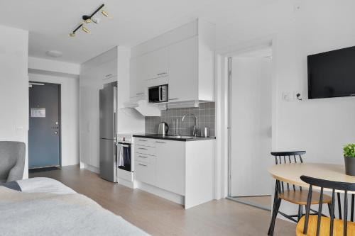 Virtuvė arba virtuvėlė apgyvendinimo įstaigoje Forenom Aparthotel Stockholm Flemingsberg