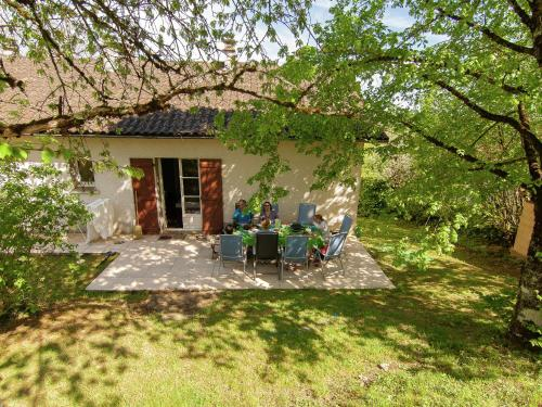 A garden outside Beautiful House with Pool in Saint-Sulpice-d'Excideuil