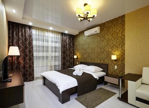 Кровать или кровати в номере Apartamienty na Mira 70a