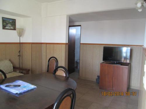 Una televisión o centro de entretenimiento en Edificio Sole Mio