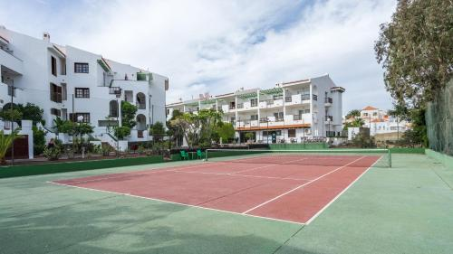Tennis ja/või seinatennis majutusasutuses Blue Sea Apartamentos Callao Garden või selle läheduses