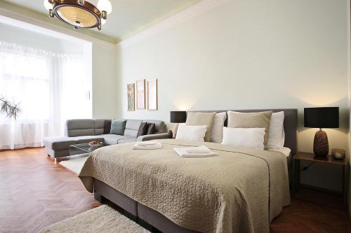 Postel nebo postele na pokoji v ubytování Apartment in the heart of Prague