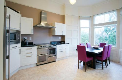 A kitchen or kitchenette at Eildonside
