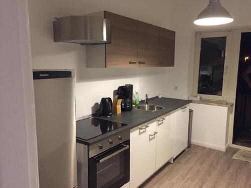 A kitchen or kitchenette at Ferien- Monteurswohnung