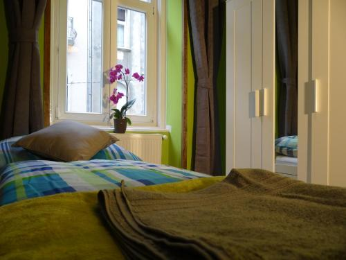 A bed or beds in a room at Greengary Budapest apartments