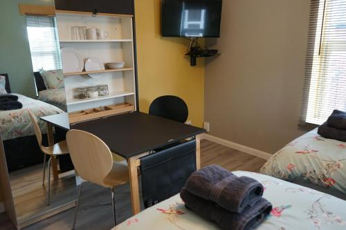 A television and/or entertainment centre at Lincoln Self Catering