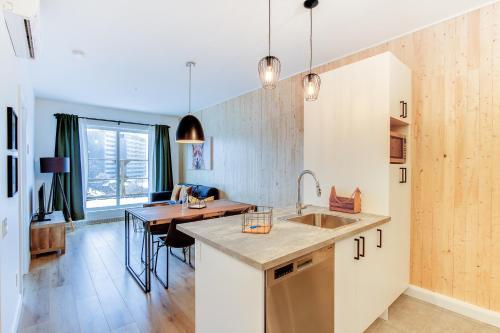 Cuisine ou kitchenette dans l'établissement 2 beds - Downtown Apartment (The Fox)