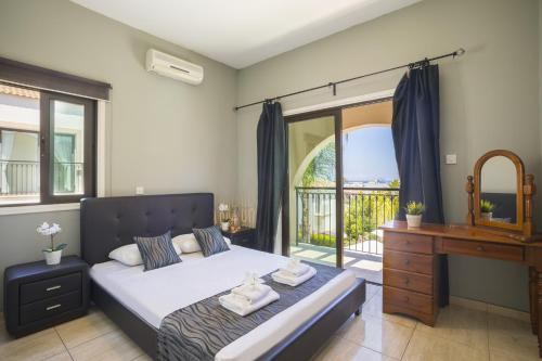 A bed or beds in a room at Villa Mylos 7