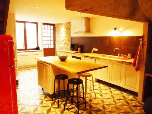 Cuisine ou kitchenette dans l'établissement Chez Henriette