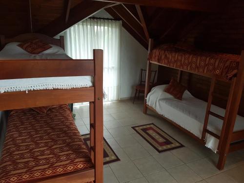 Una cama o camas cuchetas en una habitación  de cabaña mirko kuncic