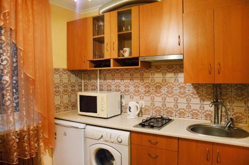 A kitchen or kitchenette at пр-т Кирова (А.Поля) 129