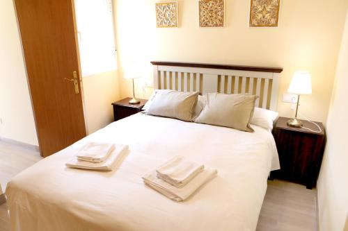 A bed or beds in a room at Sleepin Sevilla Arenal