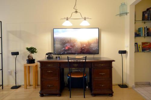 A television and/or entertainment center at Luxury Yoga Apt next to Buda Castle