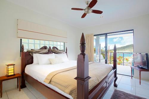 A bed or beds in a room at at Waterfront Whitsunday Retreat - Adults Only