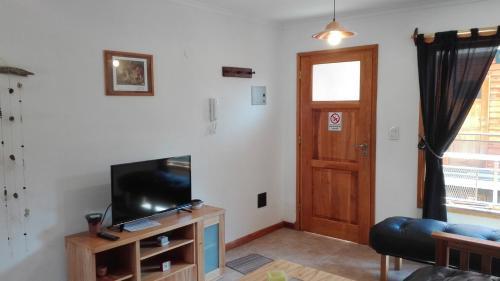 Una televisión o centro de entretenimiento en Apartamento Tromen