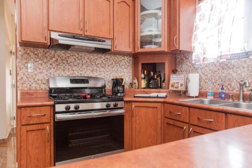 Virtuvė arba virtuvėlė apgyvendinimo įstaigoje Big vacational house in Isabela / Aguadilla
