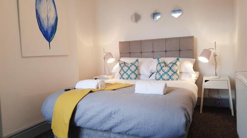 A bed or beds in a room at 40 Winkzz Bolton Private House