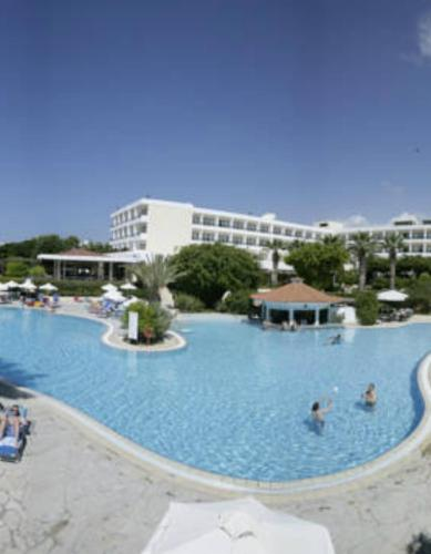 A view of the pool at Avanti Hotel or nearby