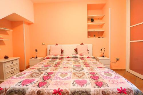 A bed or beds in a room at Casa Alessandra