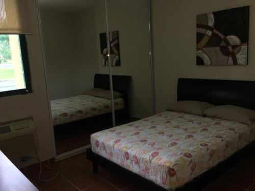 A bed or beds in a room at Luxury Apartment - El Dorado Club