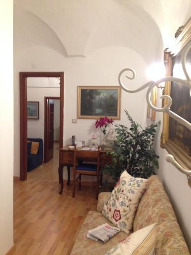 A seating area at Il Giglio Rosso