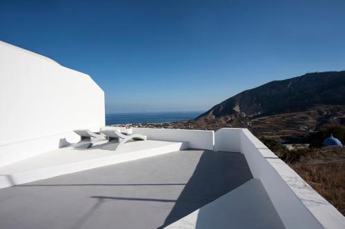 A balcony or terrace at Semeli Cave House