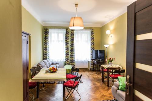 Restauracja lub miejsce do jedzenia w obiekcie Homely Apartment's Old Town