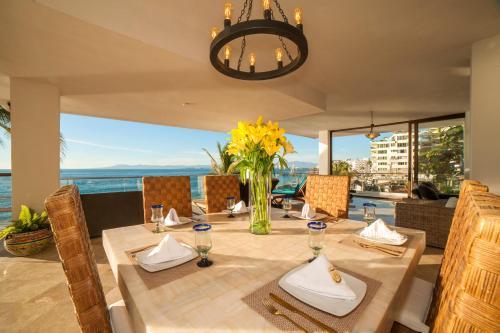 Ресторан / где поесть в Vallarta Shores Beach Hotel