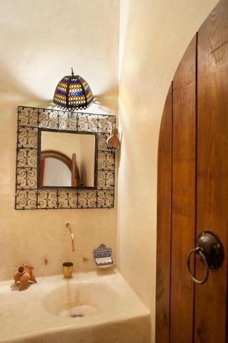 A bathroom at Dar KamalChaoui