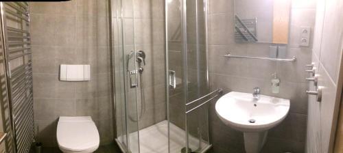 A bathroom at Ferienwohnung am Strand