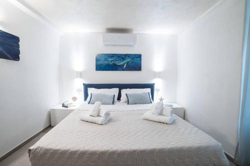 A bed or beds in a room at 330 Holiday Apartments Manarola