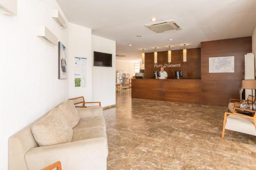 The lobby or reception area at Pierre & Vacances Benidorm Levante