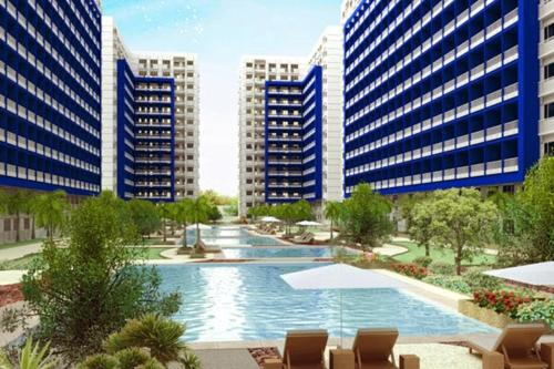 The swimming pool at or near Reese @ Sea Residences Manila