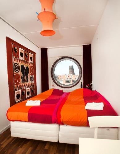 A bed or beds in a room at B&B Plek voor Pelgrims