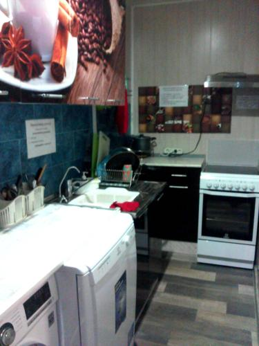 Кухня или мини-кухня в Хостел Уютное Местечко