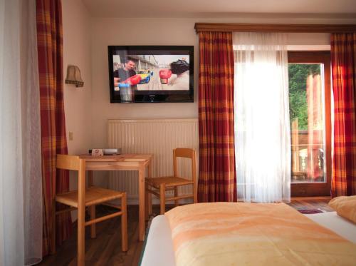 Ein Bett oder Betten in einem Zimmer der Unterkunft Ferienwohnungen Kasererbräu