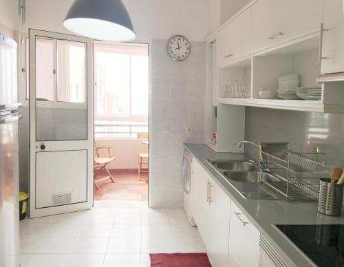 Una cocina o zona de cocina en Ajuda Charming Apartment