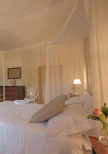 A bed or beds in a room at B&B Palazzo Mattei