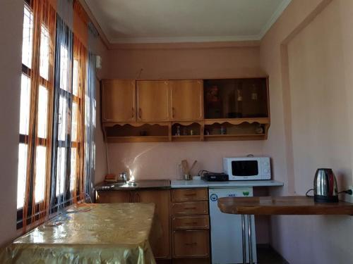 A kitchen or kitchenette at Уютный домик